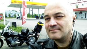 Selfie în benzinărie, înainte de a porni pe autostrada 289