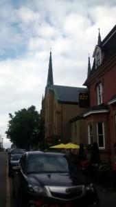 Erau câteva biserici, care de care mai impunătoare, deși nu foarte mari